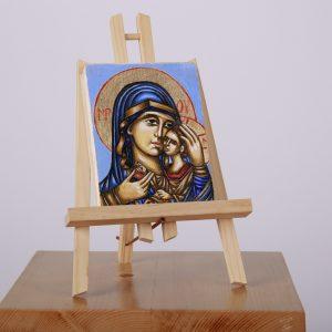 Icoană pictată pe lemn, cu foiță de aur, înfățișând-o pe Fecioara Maria cu pruncul.