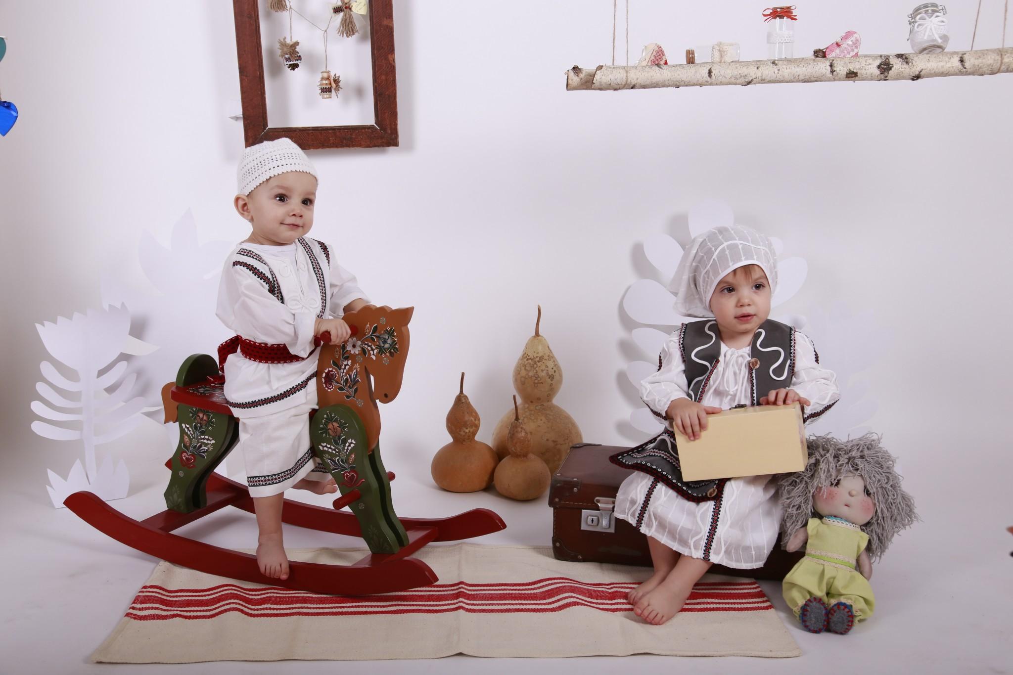 Hăinuțe de inspirație folclorică