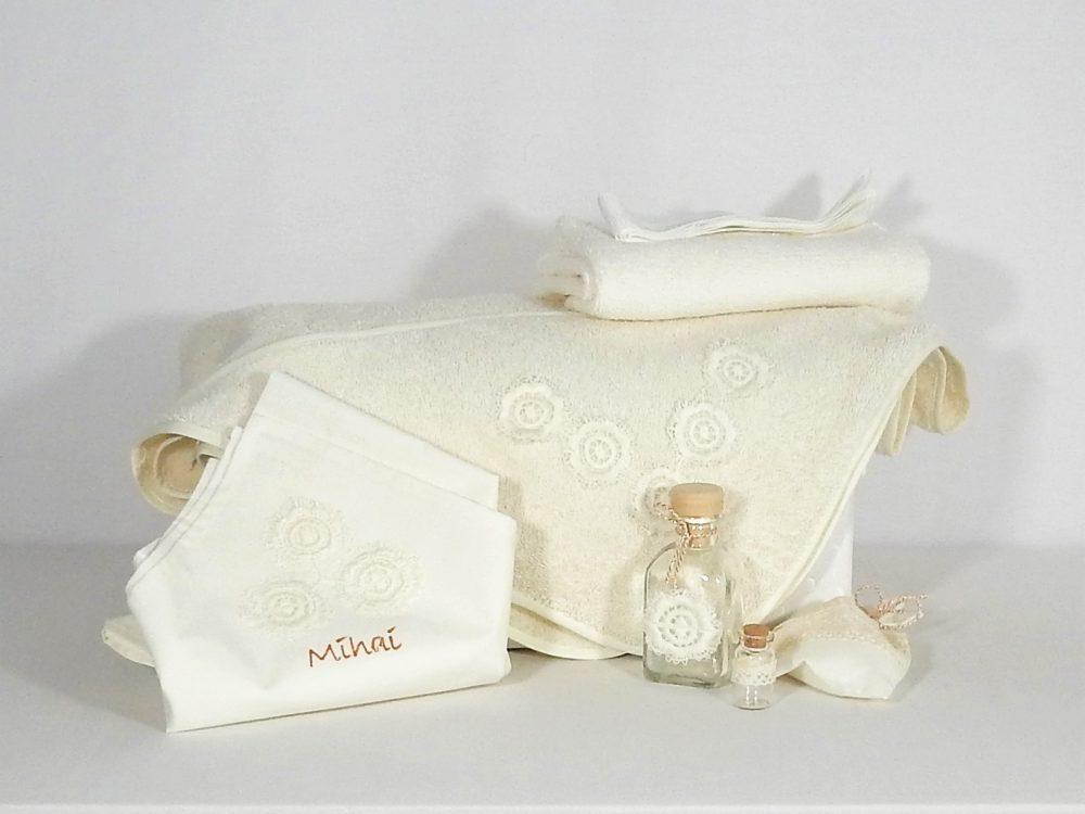 Trusou botez ivoire brodat- Floare de Vanilie