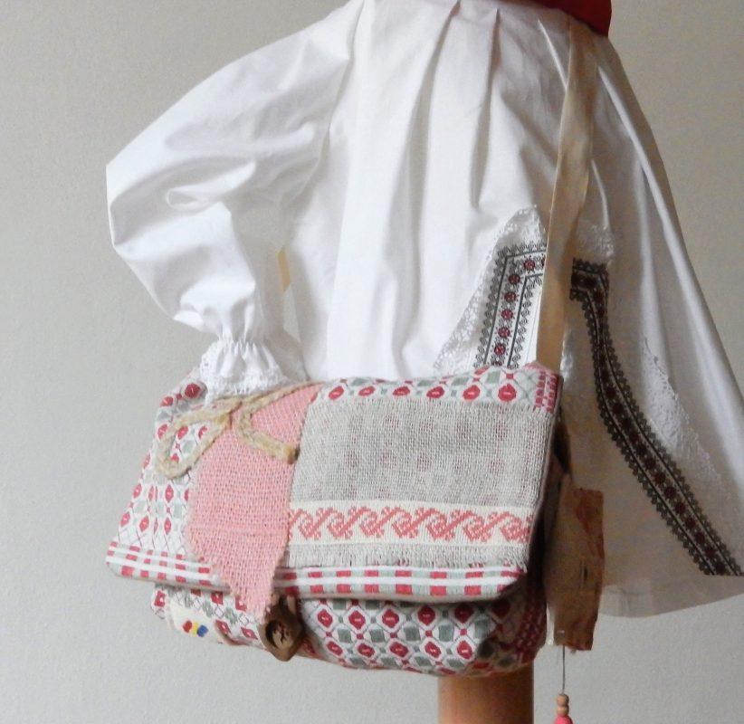 geanta traditionala un pic de roz