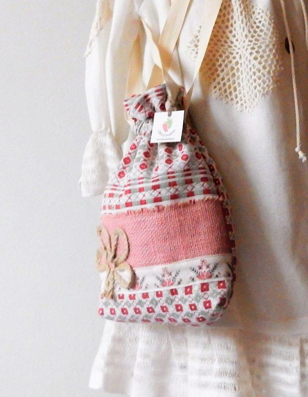 saculet traditional Trifoi de iuta cu noroc pe roz