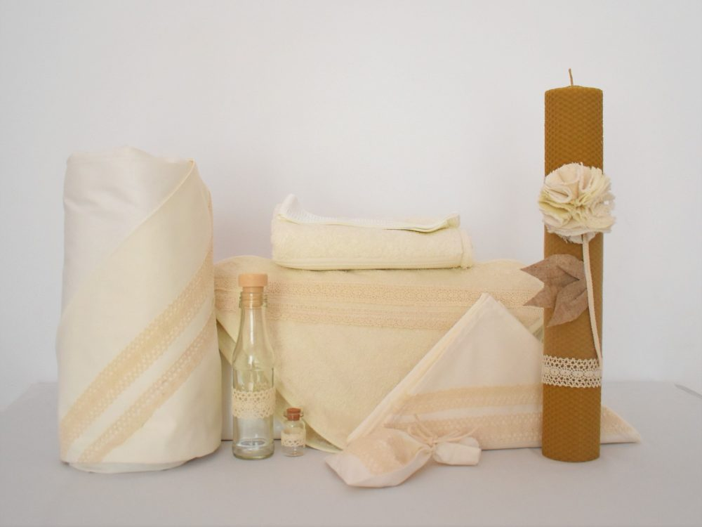 Colecția ivoire pentru botez- trusou, lumânare și păturică- Dantela Ivoire