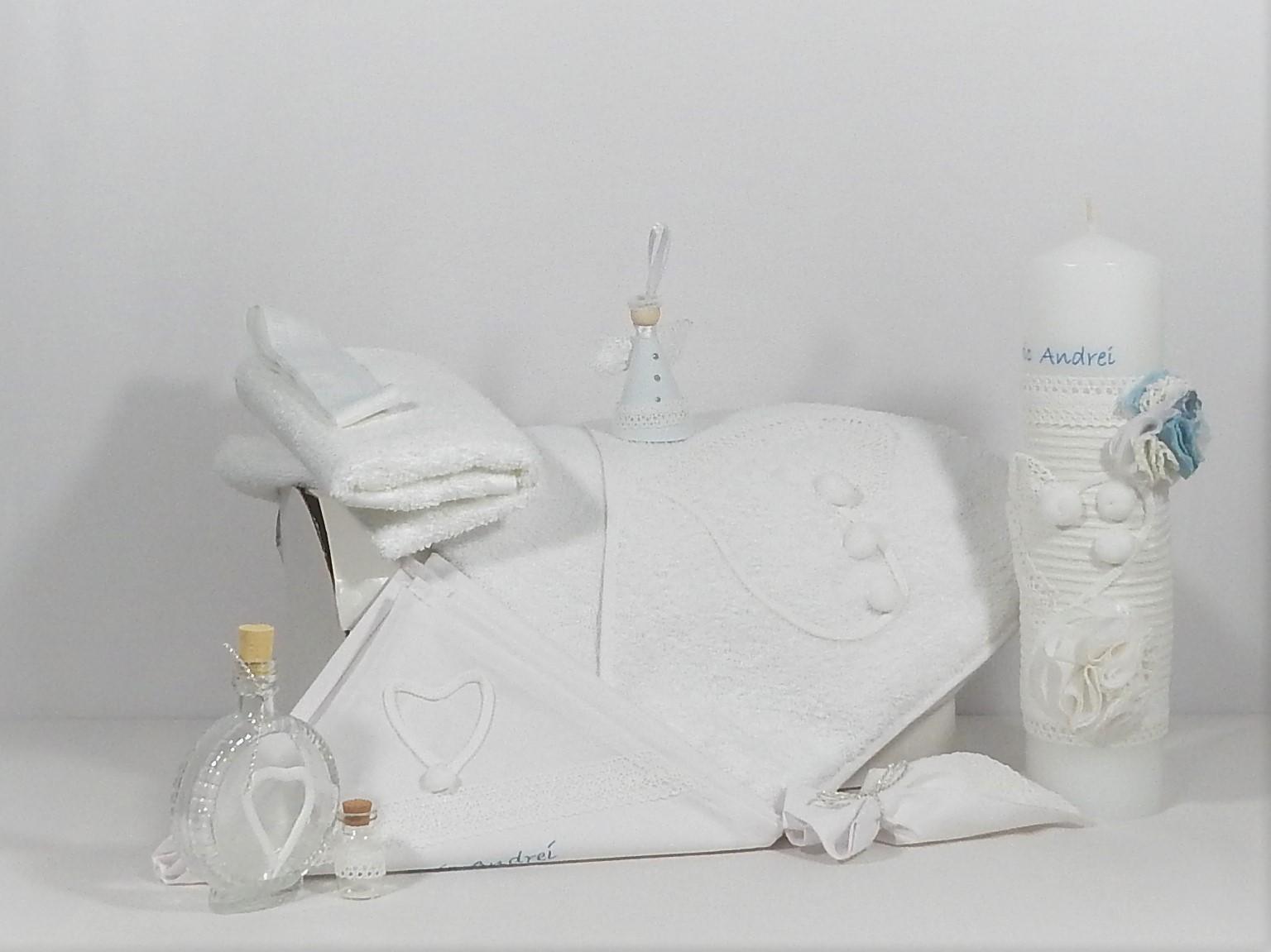 Trusou alb cu lumânare asortată pentru botez- Inimă Albă