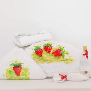 Trusou botez pictat unicat alb Căpșunica