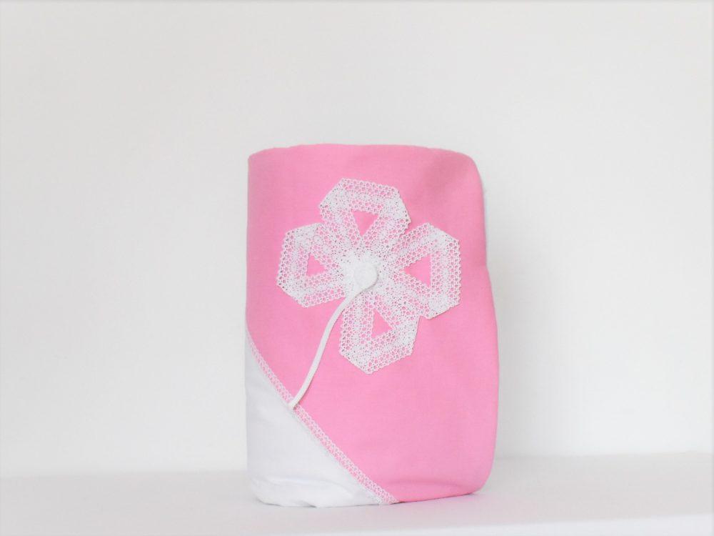 paturica alba cu gluga roz floare diafana