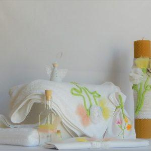 Lumânare unicat din ceară naturală pentru botez- Garofițe