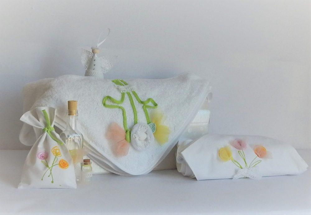 Trusou botez unicat alb cu Flori Pastel