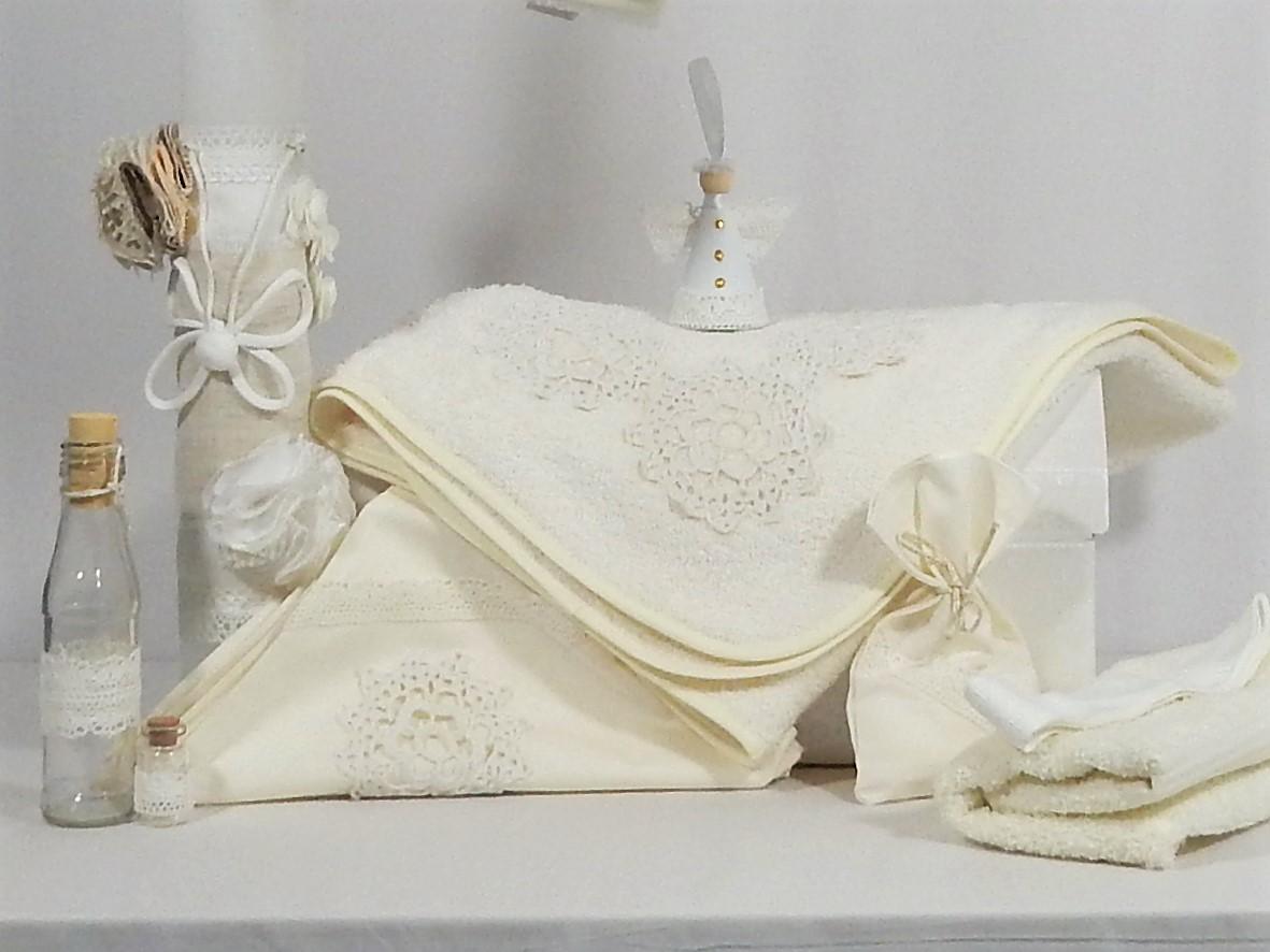Set botez trusou ivoire cu lumânare- Flori Măiastre