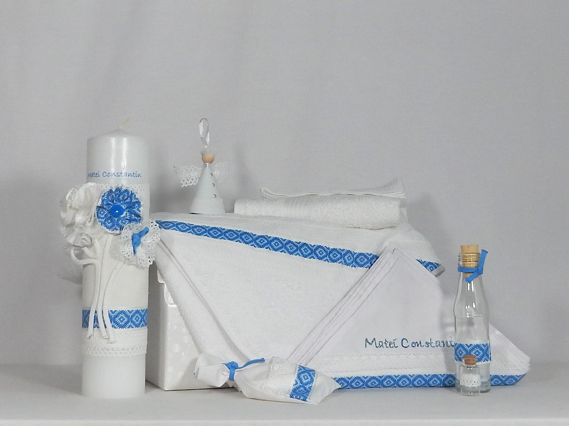 Trusou alb tradițional cu lumânare pentru botez- Tradiție Albastră