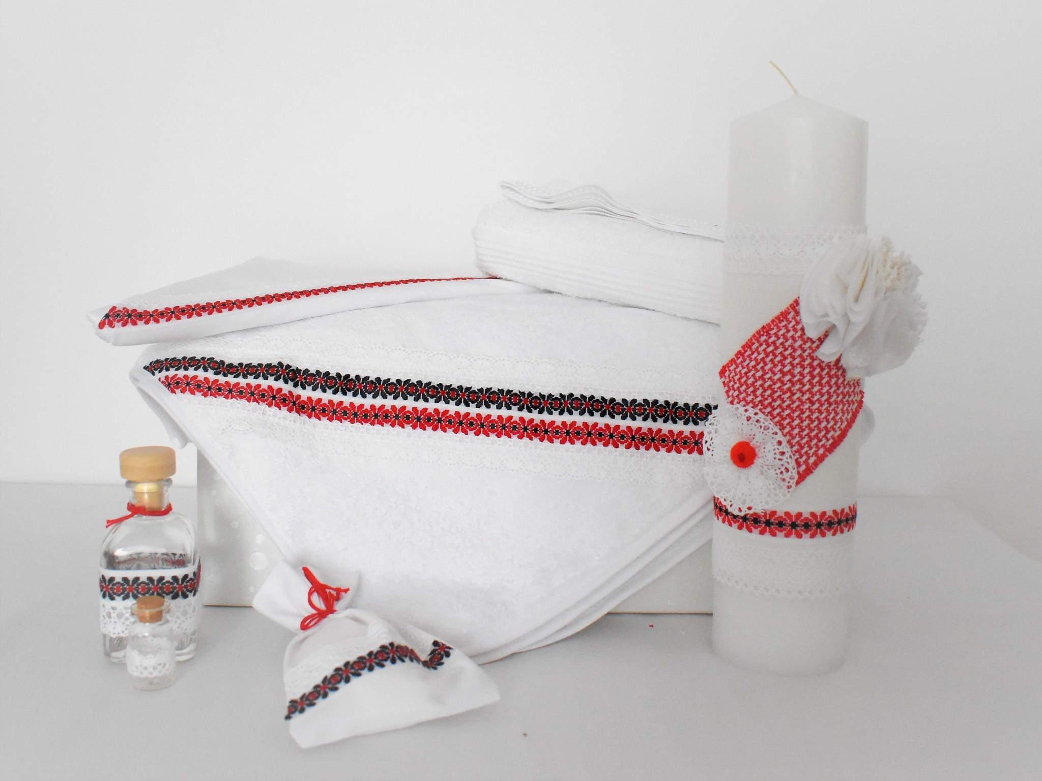 Trusou alb tradițional cu lumânare pentru botez- Hai la horă!