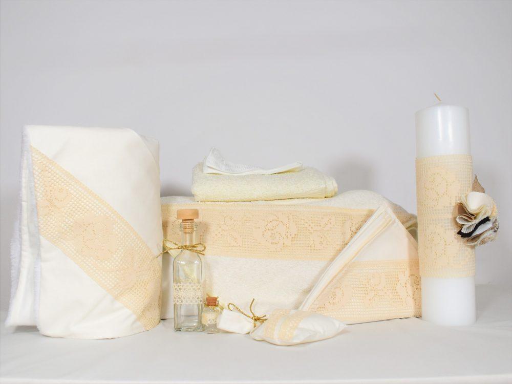 Set ivoire pentru botez- trusou, lumânare, păturică- Trandafiri Dantelați