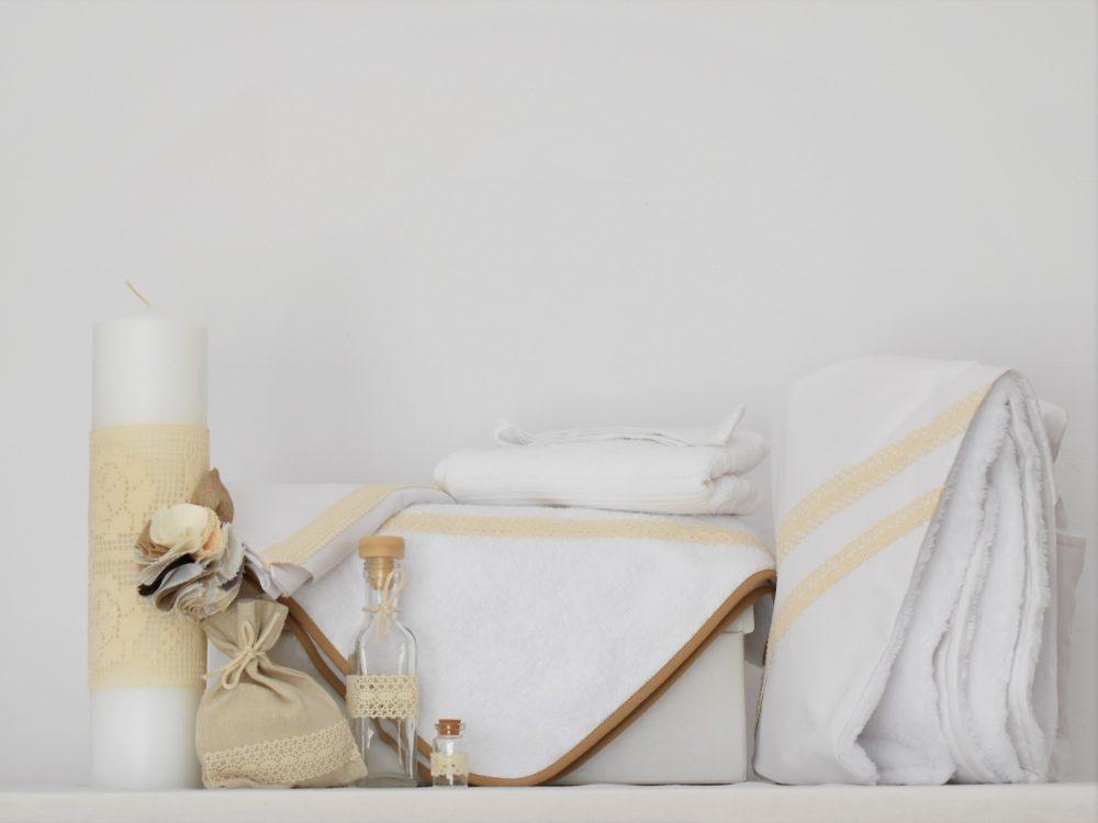 Set alb trusou, lumânare, păturică pentru botez- Dantela Nisipie