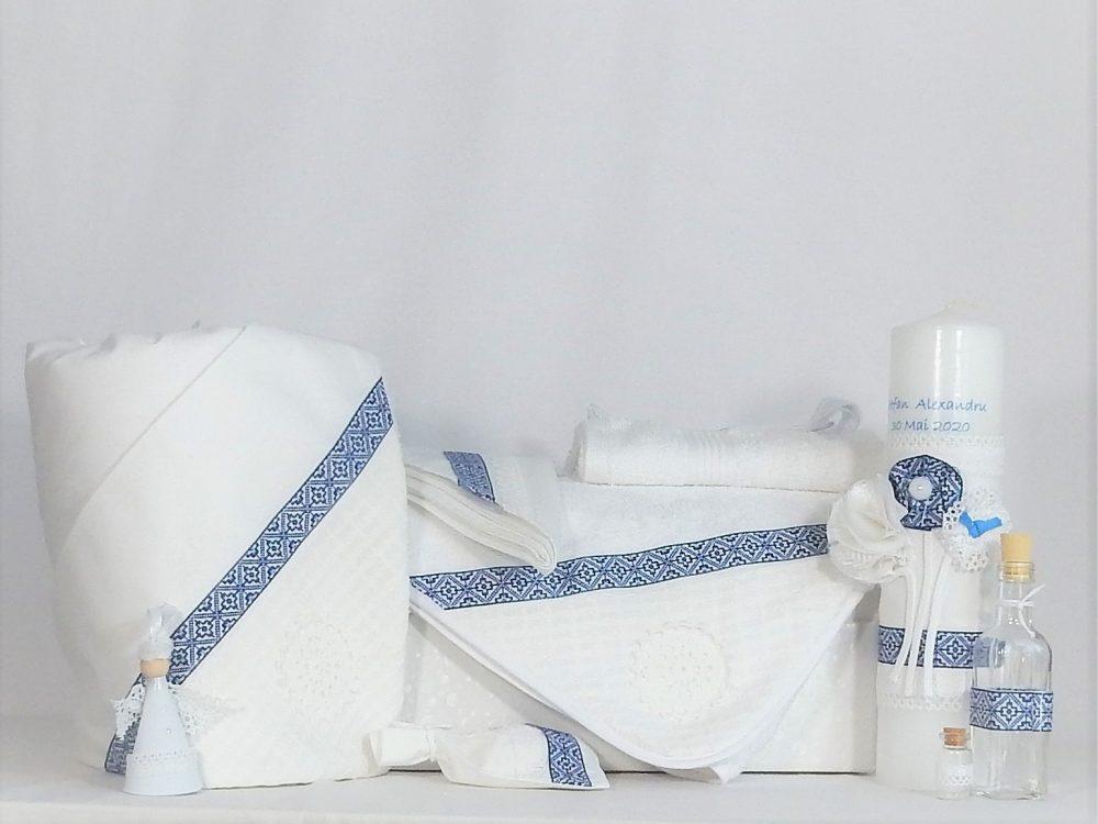 Set alb pentru botez tradițional- trusou, lumânare, păturică- Cusătură Albastră