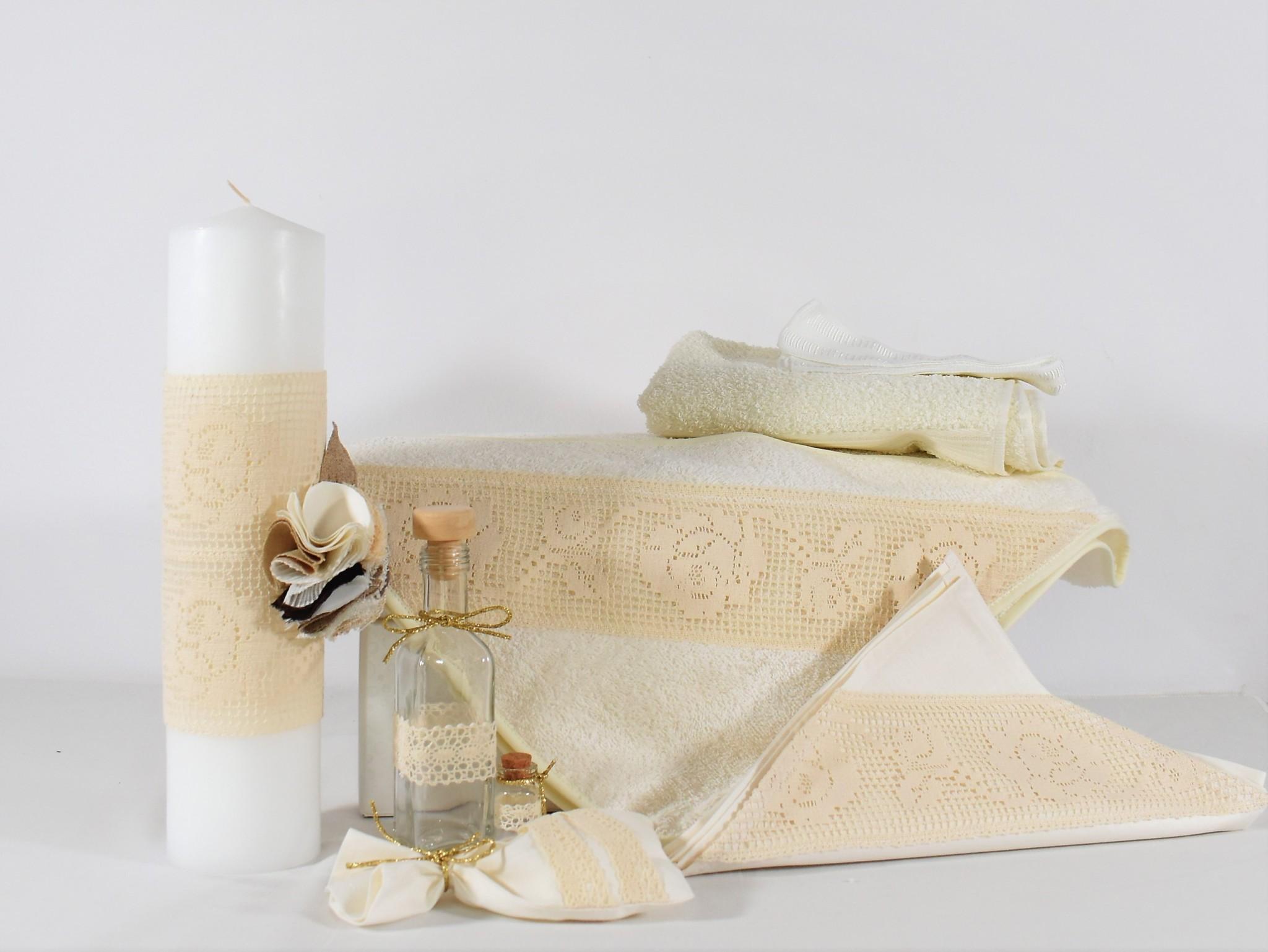 Set botez trusou ivoire cu lumânare- Trandafiri Dantelațitelați