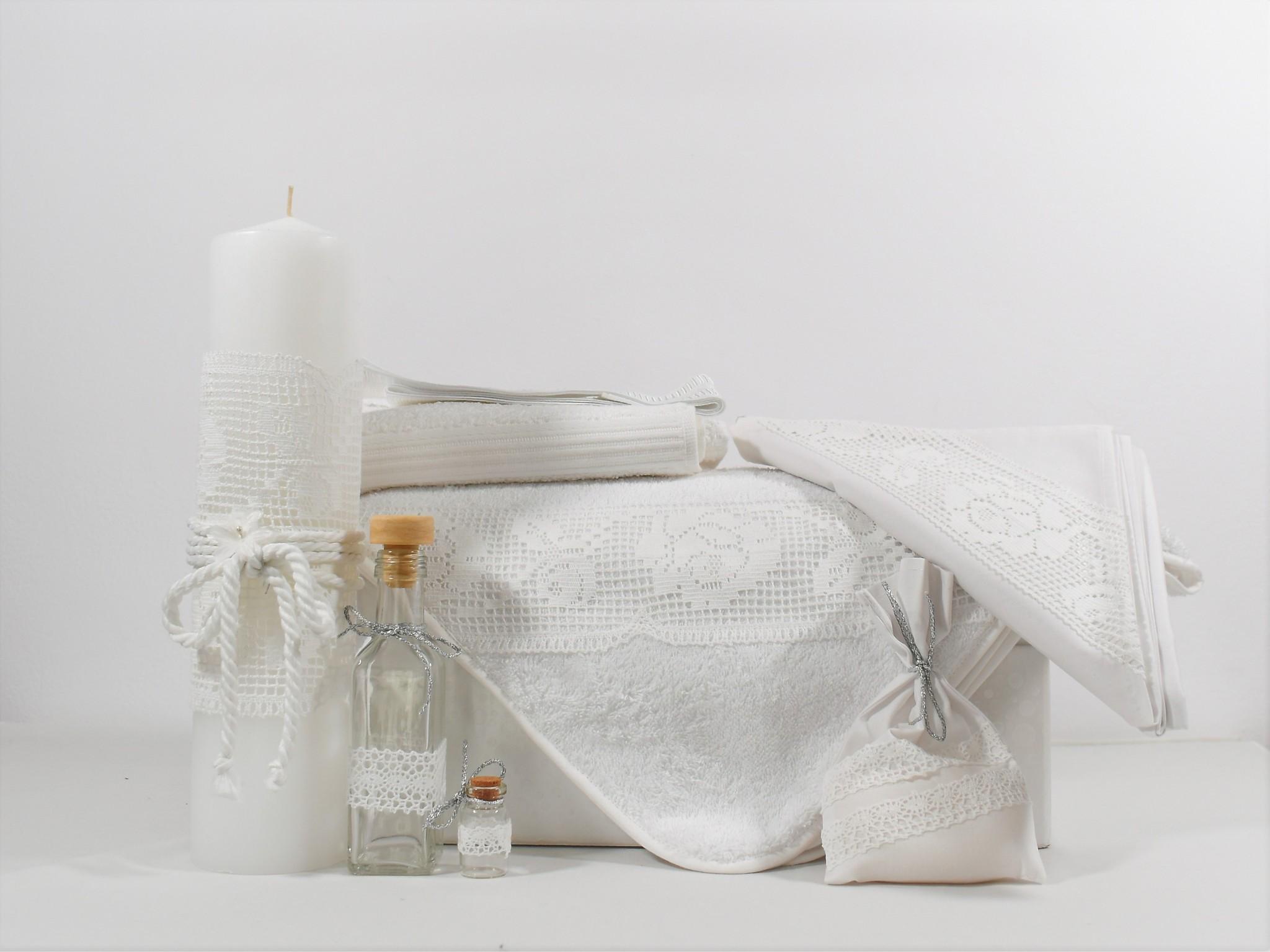 Set botez trusou alb cu lumânare- Trandafiri Dantelați