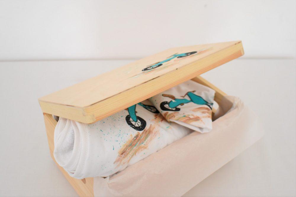 cufar lemn cu manere pentru trusou botez pictat