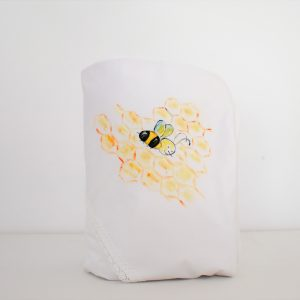 Păturica pictata pentru botez fetițe- Albinuța Zâmbăreață