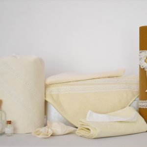 Set botez ivoire- trusou, lumânare ceară naturală, păturică- Vanilie
