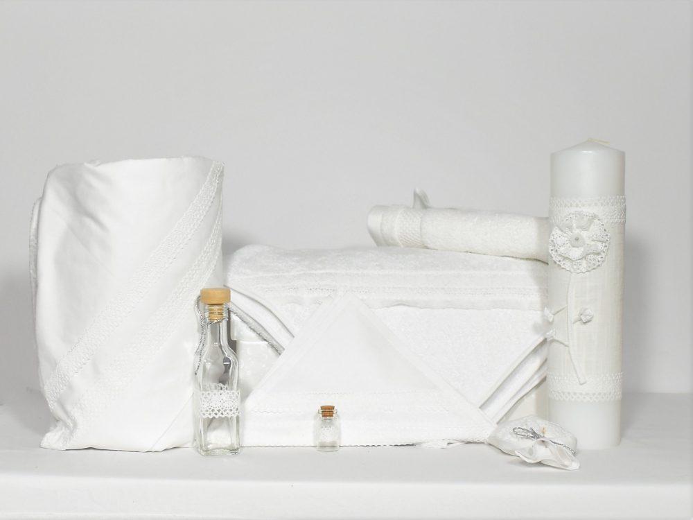 Colecția Dantela Diafană albă pentru botez - trusou, păturică și lumânare