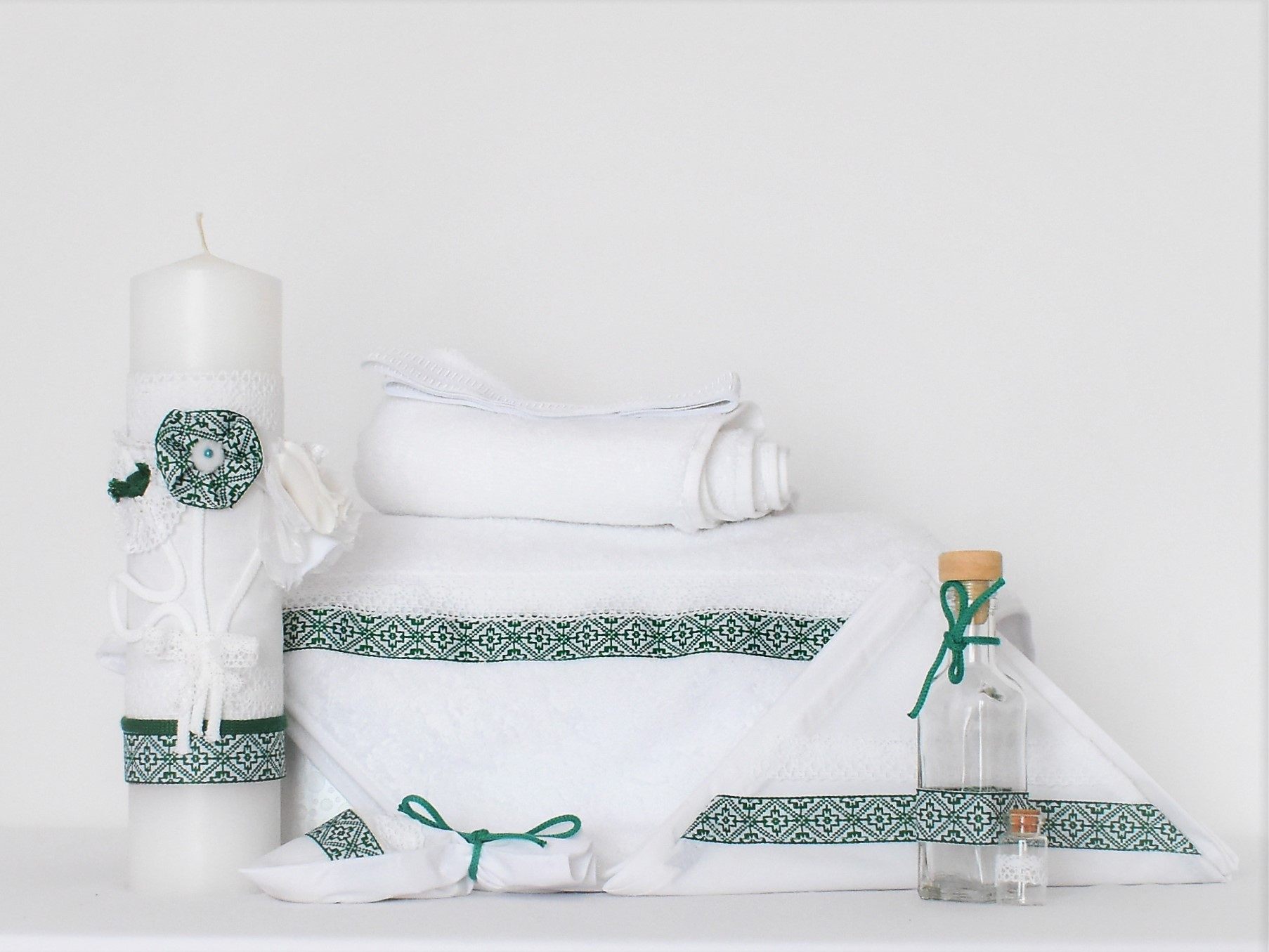 Set botez trusou alb traditional cu lumânare- Folclor Verde