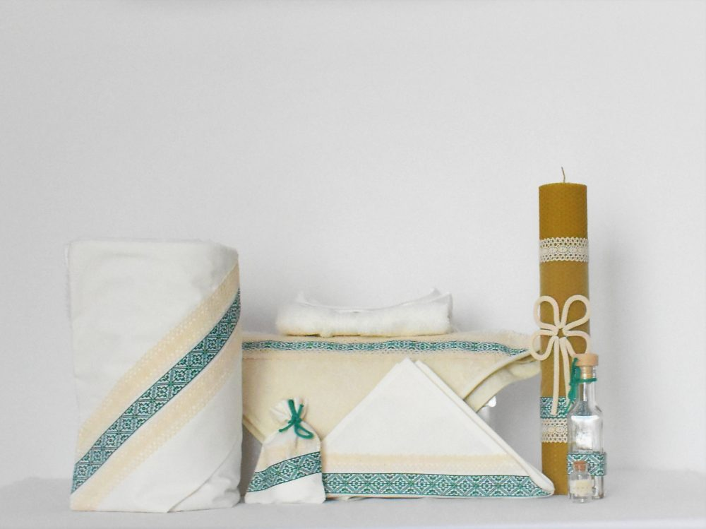 Set ivoire pentru botez- trusou, lumânare ceară naturală si păturică- Folclor Verde